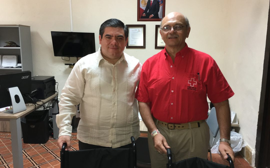 Entrega de sillas de ruedas a Cruz Roja Campeche