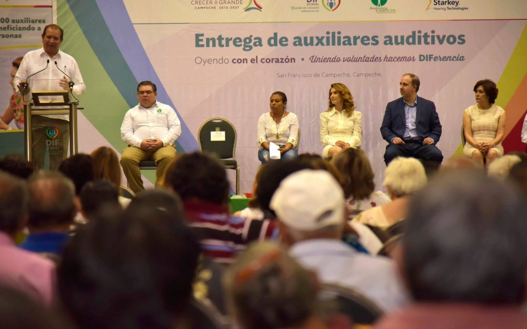 Entrega de auxiliares auditivos de Starkey Hearing Foundation