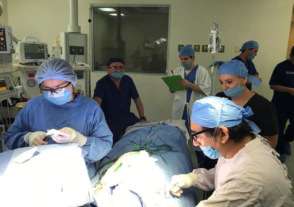 Realización del primer implante coclear colocado en la región