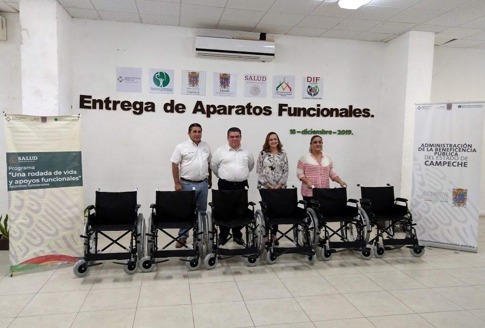 Entrega de aparatos funcionales en el municipio de Champotón