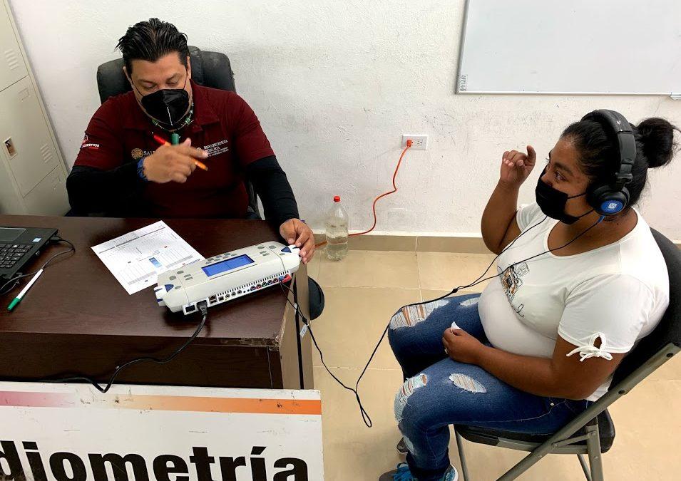 Entrega de beneficios de la acción federal «Auxiliares Auditivos» en el municipio de Calakmul
