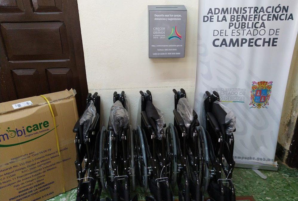 Donación de sillas de ruedas al HGE