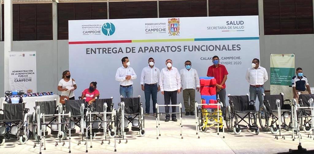 Entrega de aparatos funcionales en Calakmul