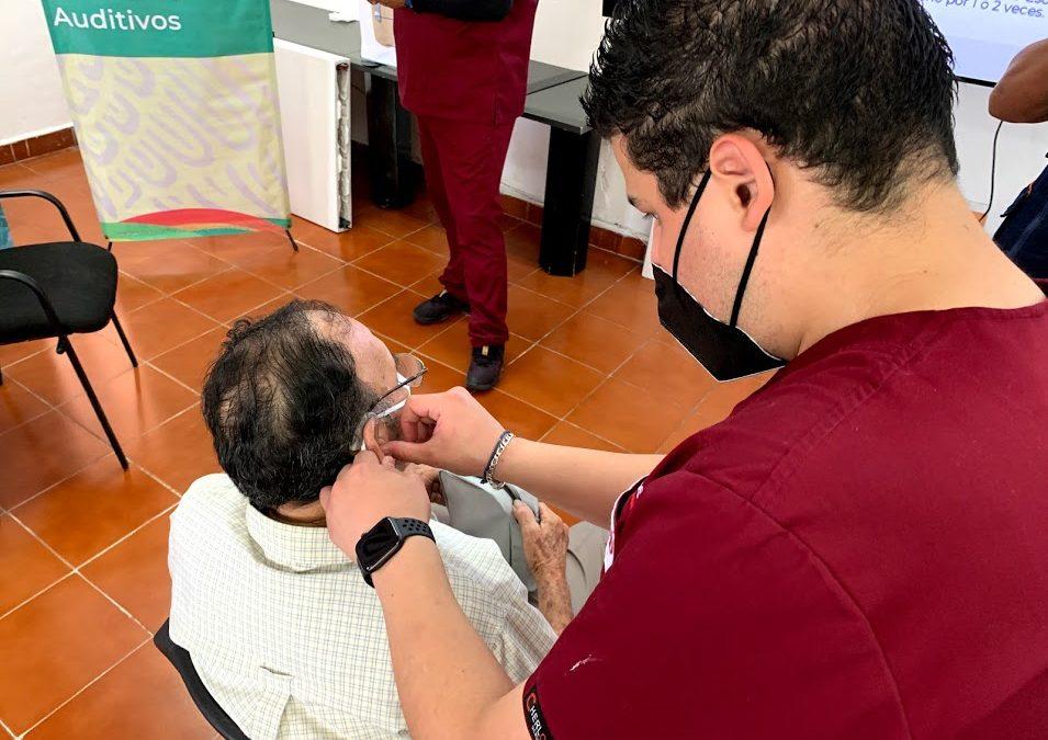Entrega de beneficios de la acción federal «Auxiliares Auditivos» en el municipio de Carmen